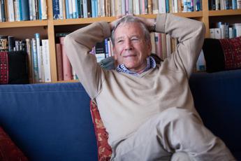 È morto lo scrittore israeliano Amos Oz: aveva 79 anni
