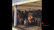 Spagna, la Open Arms attracca in porto