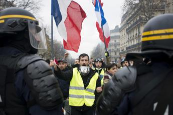 Gilet gialli, Parigi blindata: 500 fermati