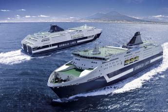 Nave in avaria, odissea per 390 passeggeri