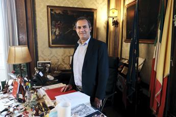 De Magistris: M5S ha tradito, sono io l'anti-Salvini