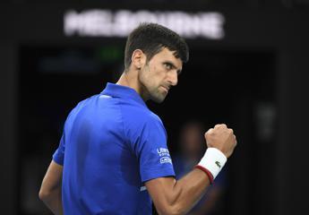 Australian Open, Djokovic batte Federer e vola in finale