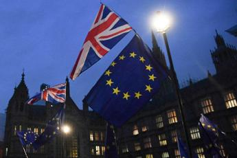 Westminster boccia l'accordo UK-Ue, disfatta per Theresa May