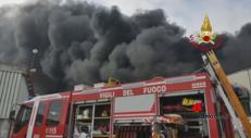 Vicenza, maxi incendio in azienda di materiale plastico