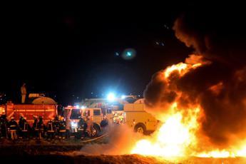 Esplode oleodotto, strage in Messico