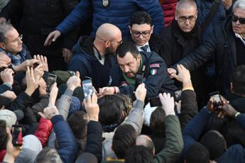 Baciamano a Salvini ad Afragola