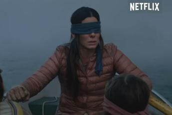 Bird Box Challenge, la folle sfida ispirata al film