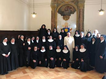 Papa visita a sorpresa le suore di clausura