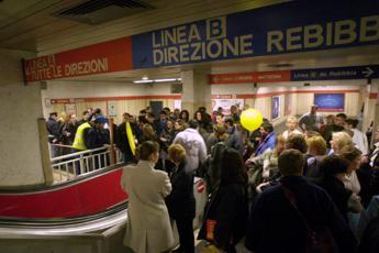 Roma, rivoluzione in metro: Da oggi biglietto anche con carta di credito