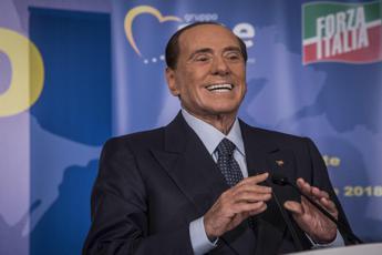Berlusconi lancia coordinamento a 5, Toti non c'è
