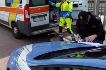 Autobus si scontra contro auto polizia