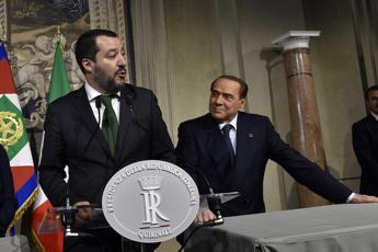 Berlusconi: A leader Ue mando i fiori, Salvini al massimo una felpa...