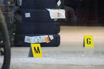 Ladro ucciso in officina ad Arezzo, la sorella chiede verità