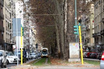 Investito da tram a Milano, è in pericolo di vita