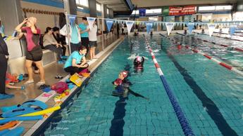 Terapia in acqua per l'autismo, torna l'Ab-bracciata collettiva