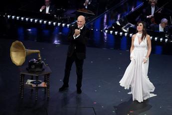 Bisio e Raffaele, omaggio alla canzone degli anni Quaranta