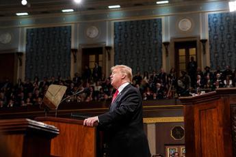 Trump tira dritto sul muro