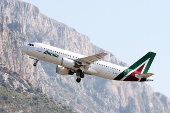 Sciopero aerei, a terra quasi 100 voli