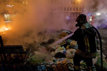 Deposito rifiuti a fuoco a Perugia: Chiudete le finestre