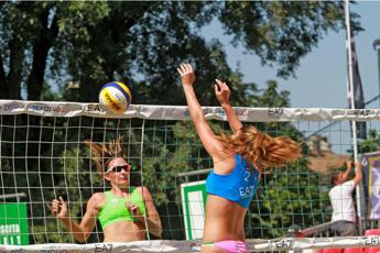Giorgetti-Malagò in coppia beach Volley