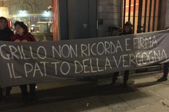 Grillo contestato dai 'No vax'