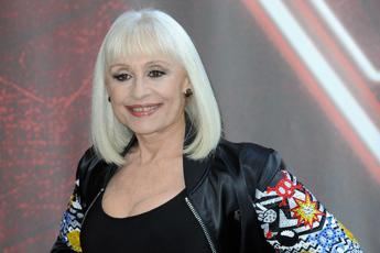 "'The Guardian' celebra Raffaella Carrà: ""Una pioniera"""