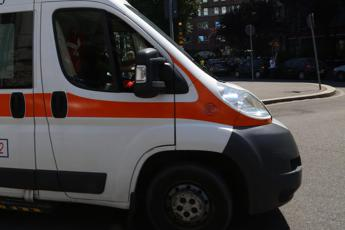 Scontro tra auto e bus a Roma: 3 feriti, 2 sono gravi