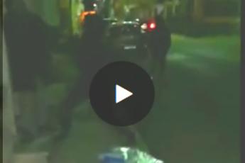 Ecco il video choc dell'anziano bullizzato e picchiato