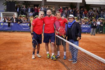 Tennis & Friends, Bonolis: Venite a vedere noi malconci come giochiamo a tennis