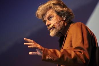 Scontro sul concerto in quota. Jovanotti risponde a Messner