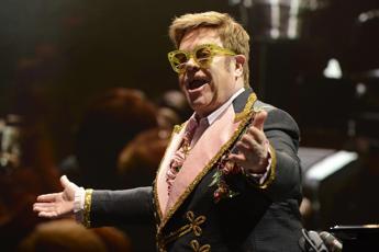 Elton John sta male, salta il concerto a Verona