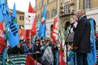 Sindacati in piazza, stop giungla appalti, serve legalità