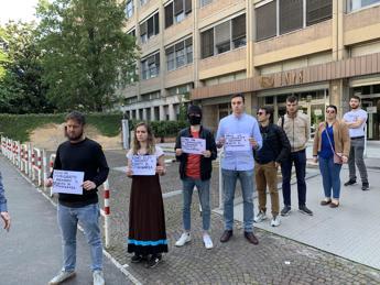 No a reddito di cittadinanza: protesta giovani Fdi davanti a sede Inps