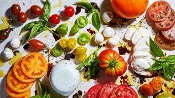 Distrutti dal caldo: ciliegie, olive e caprese per riprendersi