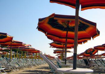 Coronavirus, Galli: Mare e vacanze possibili a luglio e agosto ma solo in Italia