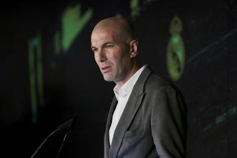 Zidane tampona una vettura, l'automobilista gli chiede un selfie