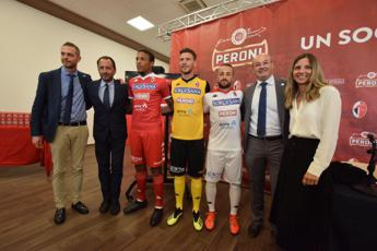 Peroni torna sulla maglia biancorossa del Bari