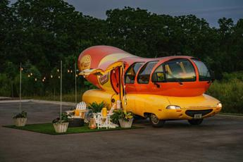Dormire dentro a un hot dog