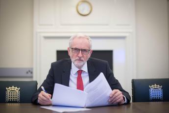 Brexit, Corbyn per secondo referendum sul no deal
