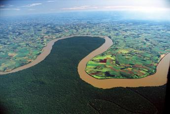 Brasile, Amazzonia in fiamme: è record di incendi dal 2013
