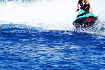 Mykonos, tragedia in vacanza: 22enne napoletano muore in mare