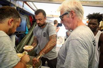 Chef Rubio risponde: Io al fianco della brava gente di Lampedusa