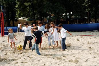 Brescia, 30 bambini intossicati in colonia