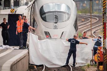 Spinse bimbo sotto il treno, richiesta perizia psichiatrica