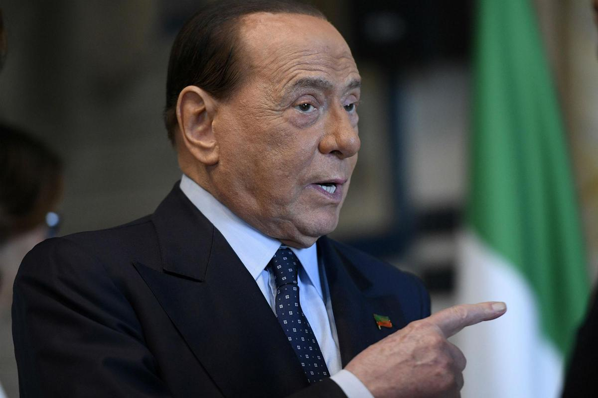 "Coronavirus, Berlusconi: ""Mascherine introvabili, incredibile"""