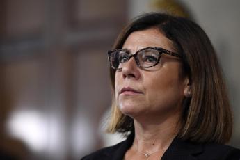 Covid, De Micheli: Pronta a battaglia nel governo per vaccino obbligatorio