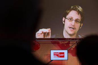 Servizi russi hanno cercato di reclutare Snowden, parla il legale