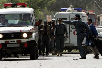 Afghanistan, camion bomba vicino a ospedale: è strage