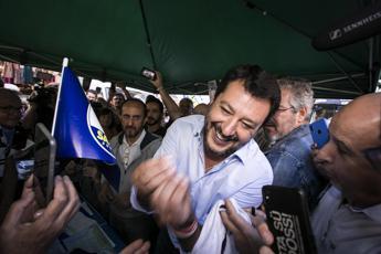 Salvini: Conte? Non basta avere il ciuffo curato e i capelli ben tinti