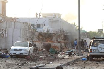 Somalia, 6 morti a Mogadiscio per un'autobomba